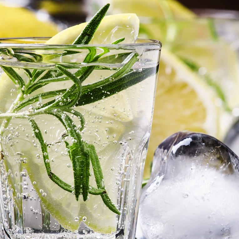 Close up of a Gin & Tonic